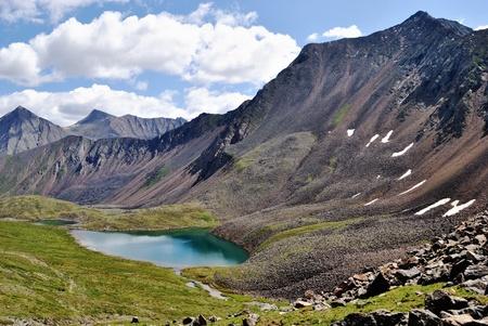 szlak: Na Mancinus Przełęcz Shumak. Szlakiem do przełęczy Shumak mineralnych sprężyny. Okinsky obszaru. Republika Buriacja. Tunkinskie barrens. I Sayan. Jezioro Nogon-Nur