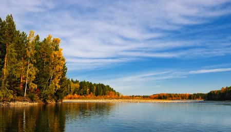 Autumn landscape on the river. Sky, forest and water Stockfoto