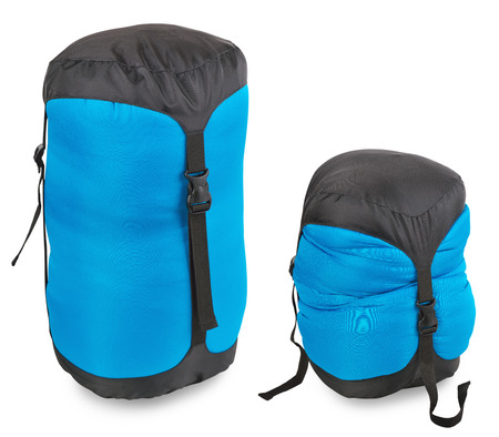 durmiendo: Turismo saco de dormir en una cubierta de compresi�n sobre un fondo blanco