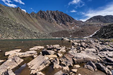 tunka range: Fragments of rocks in the water of a mountain lake. Eastern Sayan Buryatia Stock Photo
