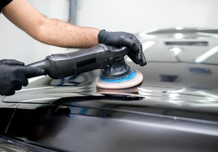 Polierte schwarze Autowäsche poliert Holzbearbeitung Standard-Bild - 66340343