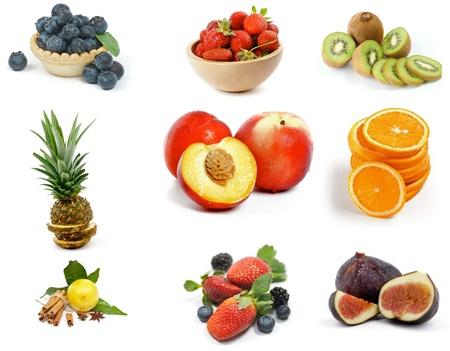 Colección frutas con arándanos, fresas, kiwi, piña, rodajas de naranja, limón, Nectarines, Blackberries y las figuras aisladas sobre fondo blanco