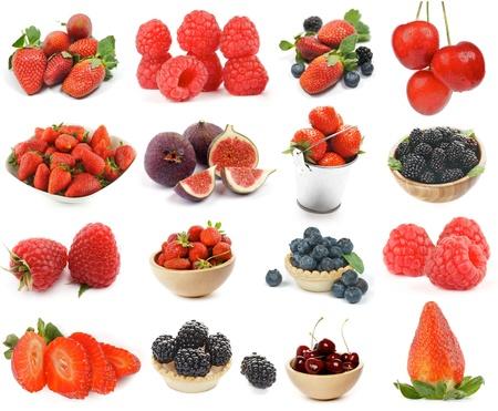 Colección de bayas con fresa, frambuesa, cereza, mora, arándano y las figuras aisladas sobre fondo blanco