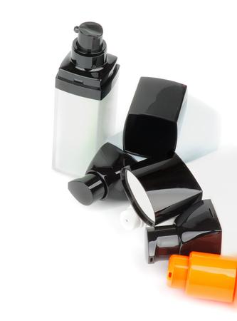cremas faciales: Varios Faciales Cosm�ticos Envases con limpiador, hidratante y cremas de cuidado de los aislados en fondo blanco
