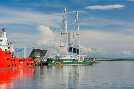 BURGAS, BULGARIA - JUNE 9, 2019: Greenpeace Rainbow Warrior sailing ship at the Port of Burgas, Bulgaria. Greenpeace is a non-governmental environmental organization with offices in over 39 countries 新闻类图片