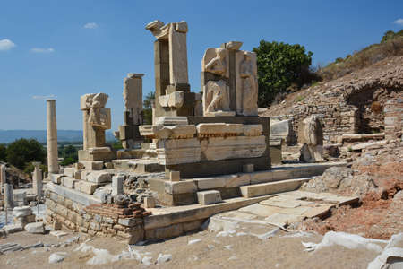 EPHESUS, TURKEY - AUGUST 16, 2017: The ruins of the ancient city of Ephesus in Turkey. Memmius Monument. Редакционное
