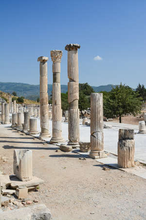 EPHESUS, TURKEY - AUGUST 16, 2017: The ruins of the ancient city of Ephesus in Turkey. Редакционное