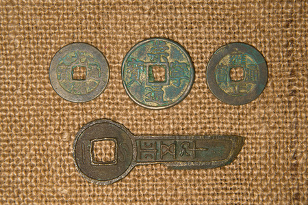 chine: A lot antique bronze Chinese coins on old cloth