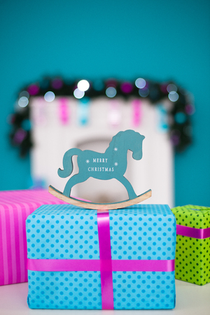 éxtasis: El caballo de año nuevo está en la caja de regalo de Navidad