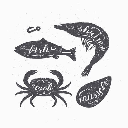 Set van zeedieren silhouetten met handgeschreven tekens. Vis, Kreeft, Garnalen en Mosselen. Zeevruchten winkel design sjabloon met hand lettering voor ambachtelijke verpakking of eten restaurant. Vector illustratie