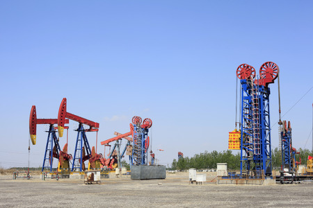 crude oil: Oil field scene, beam pumping unit and tower type pumping unit in the work