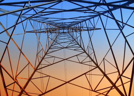 energia electrica: La noche del contorno pil�n, es muy hermosa Foto de archivo