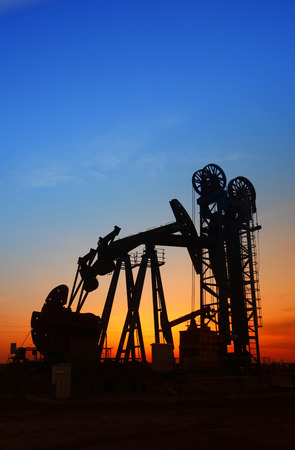 mechanical works: In the evening, the outline of the oil pump, it is very beautiful