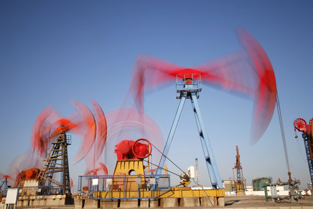 crude oil: Beam pumping unit