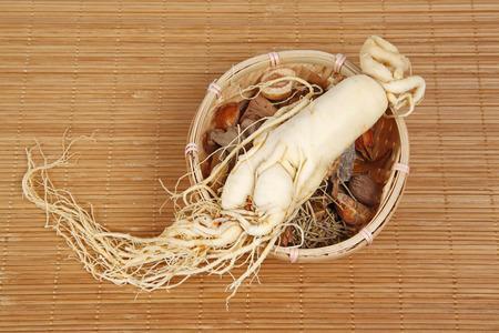 medicina tradicional china: La medicina tradicional china y el ginseng, primer plano Foto de archivo