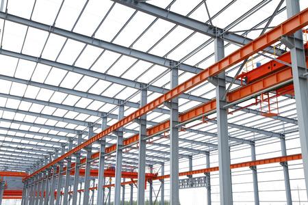 En el emplazamiento de la obra, la estructura de acero está en construcción Foto de archivo