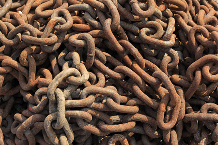 manacle: Rusting chain