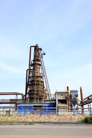 destilacion: Chemical plant landscape view