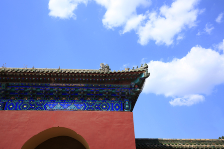 The wall of ancient Chinese architecture, glazed tile sculpture