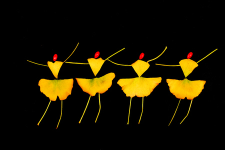 Ginkgo leaf puzzle, dancing people