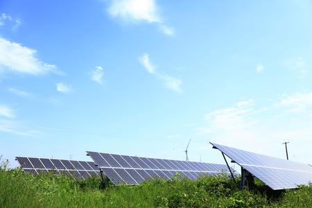 Paneles solares fotovoltaicos y sistemas de generación de energía solar fotovoltaica Foto de archivo