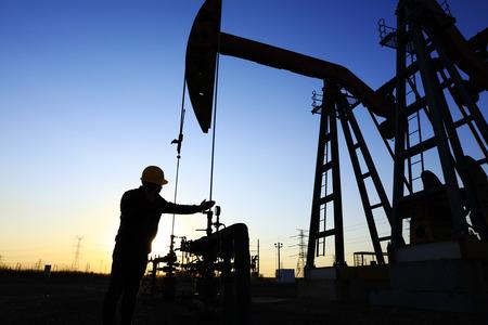 lavoratore petrolifero al lavoro