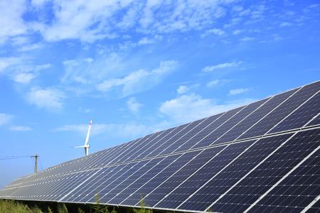 Panneaux solaires photovoltaïques et systèmes de production d'énergie solaire photovoltaïque