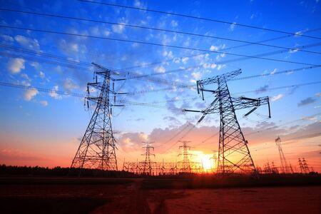 Sylwetka pylonu, pylon wieczorem