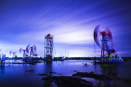 Pompe à huile la nuit, unité de pompage à faisceau d'huile la nuit