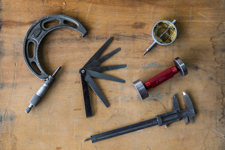 measuring instruments: Old mechanical measuring instruments and calibre tools