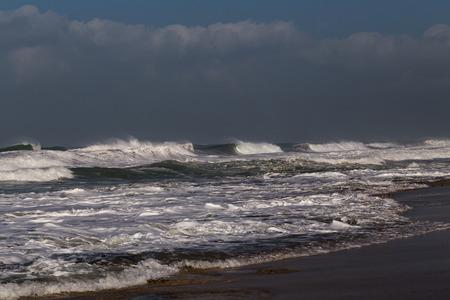 mare agitato: Mare agitato in una giornata invernale di tempesta a Nahariya Beach