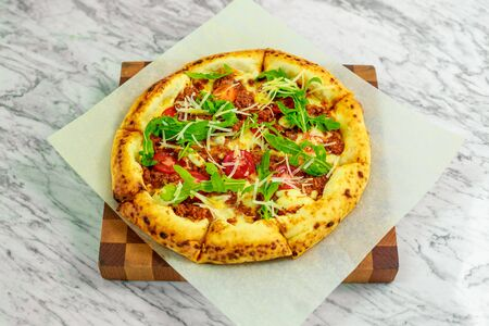 Italian pizza with mozzarella and basil Banque d'images