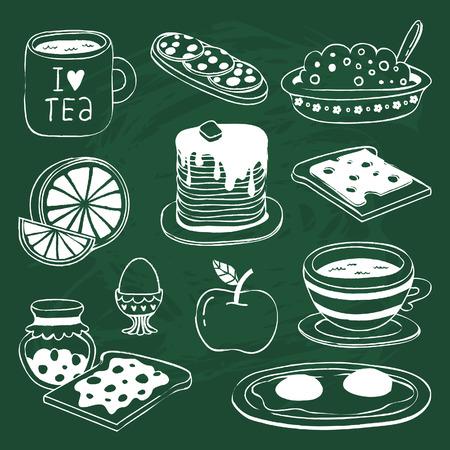 차, 커피, 샌드위치, 죽, 오렌지, 사과, 팬케이크, 계란, 치즈, 잼 토스트 - - 다양한 제품 세트 귀여운 아침 식사 아이콘 칠판에 그려진 일러스트