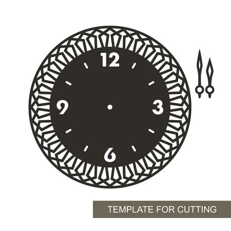 Esfera calada con flechas. Silueta de reloj sobre fondo blanco. Decoración para el hogar. Plantilla para corte láser, tallado en madera, corte e impresión de papel. Ilustración de vector. Ilustración de vector