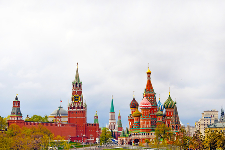 Moscow, Russia - may 2, 2019. Beautiful view of the Kremlin, St. Basil's Cathedral and Red Square. City center. Copy space. Редакционное