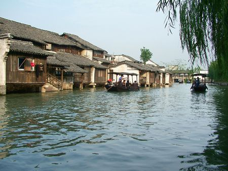 Wuzhen, Zhejiang Jiangnan water scenery, very charming. Pillow River bank with people, look Adventure contacts, listening to sound waves. Fascinating water of infinite charm. Stock Photo