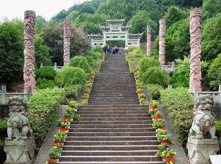 Zhejiang Qiandao See hat wundersch�ne Landschaft und Landschaft, dotted Insel. Einer der Longshan Insel, eine sehr sch�ne Landschaft entlang der Stein Schritte auf dem Berg, mit Blick auf See, Qiandao See und genie�en Sie sch�ne Landschaft. Lizenzfreie Bilder