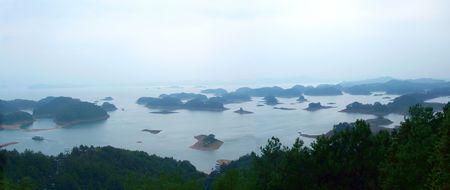 China Qiandao See befindet sich in Chun'an County ist einer der nationalen ber?hmten malerischen Ort. Seen von 573 km ?, das Wasser des Sees hat eine Gr??e von 1078 Inseln, Qiandao See See offen, 1-bi 10.000 m?, sehr sch?ne Landschaft.