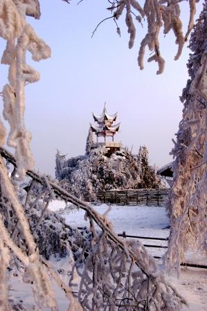 provincial tourist area: Nieve primavera temprana Foto de archivo