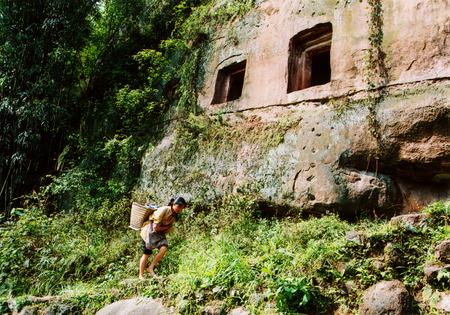 dynasty: Sichuan Eastern Han Dynasty Cliff Tombs