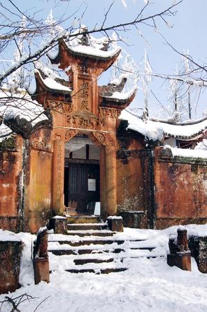 provincial tourist area: Nieve primavera temprana Editorial