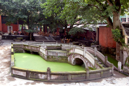 The spring and autumn period and the temple