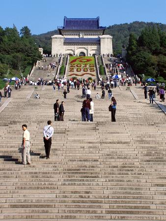 yat sen: Sun Yat-sen Mausoleum  at Nanjing Editorial