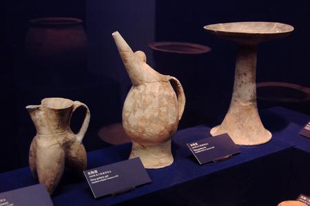 ceramics: Ancient Chinese ceramics Editoriali