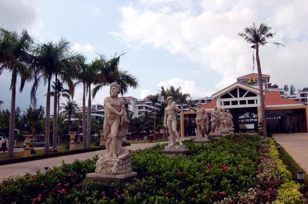 turismo ecologico: Vista del paisaje del jard�n y la escultura