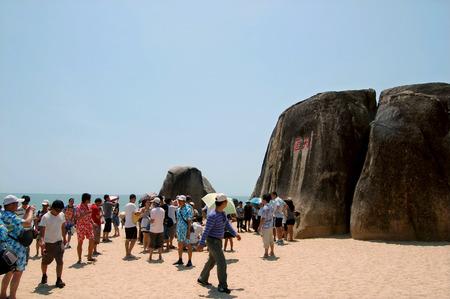 turismo ecologico: Naturaleza vista paisaje del lado de la playa con los turistas Editorial