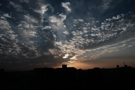 Puesta del sol opinión  Foto de archivo - 46713840