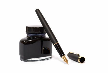 firmando: pluma estilogr�fica con botella de tinta