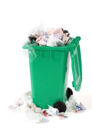 �garbage: desbordante de basura bin