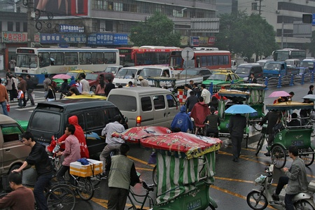 CHENGDU, CHINA - SEPTEMBER 23, 2006 - View on the traffic jam in rainy day on September 23, 2006 in Chengdu, Sichuan, China Stock Photo - 8995554